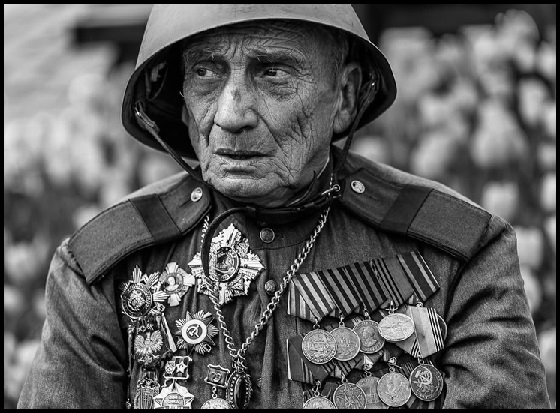 Old soldier with medals 560